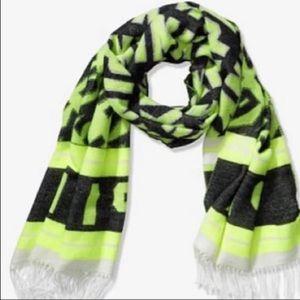 PINK VS Blanket scarf NIP